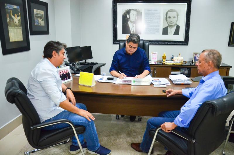Prefeito assina ato de nomeação da nova diretoria da Arsec