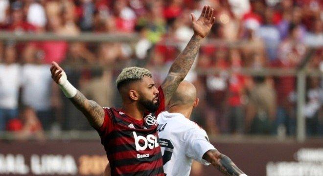 Gabigol marca dois, Fla vira sobre o River no fim e é bi da Libertadores