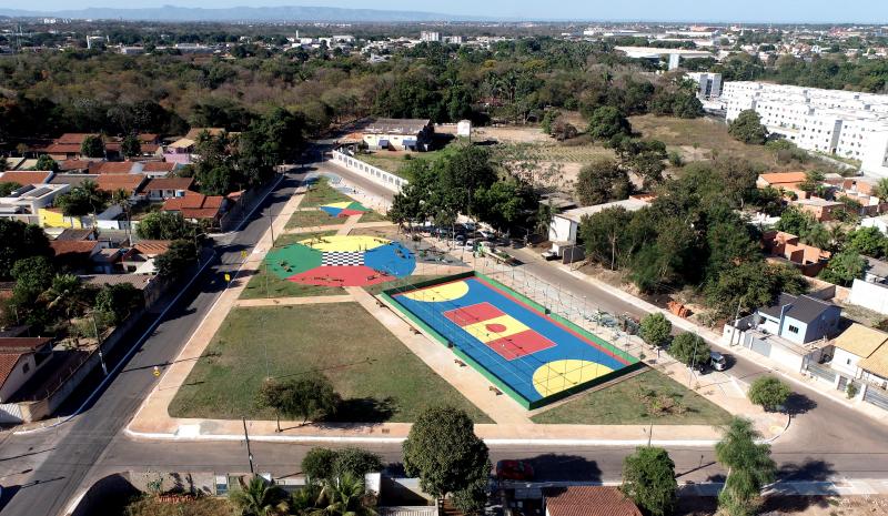 Emanuel Pinheiro entrega novo espaço de lazer para os moradores do Jardim Gramado