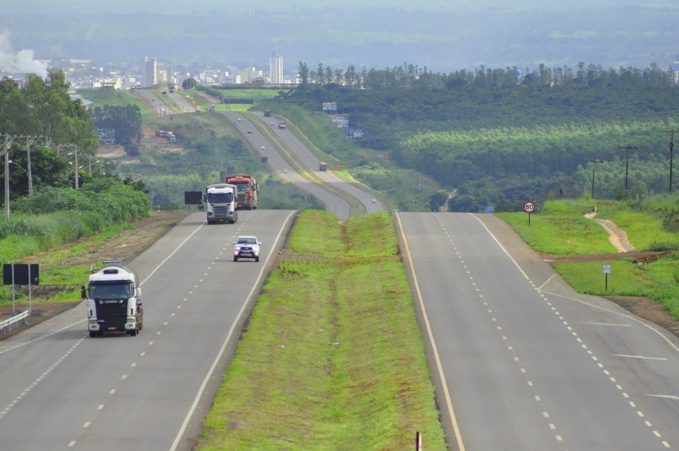 Empresários ligados ao agronegócio tentam arrematar trecho de 1 mil km da BR-163 em MT