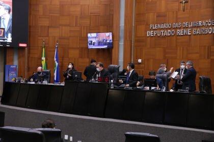 Deputados limpam a pauta e derrubam quatro vetos governamentais