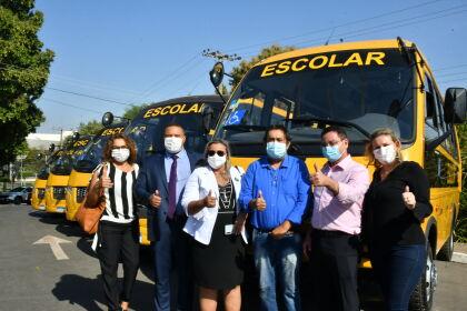 Comunidade Pedra Branca recebe ônibus escolar