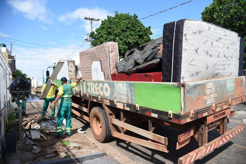 Programa Cata-treco atende moradores do bairro Santa Cruz I com recolhimento de materiais inservíveis
