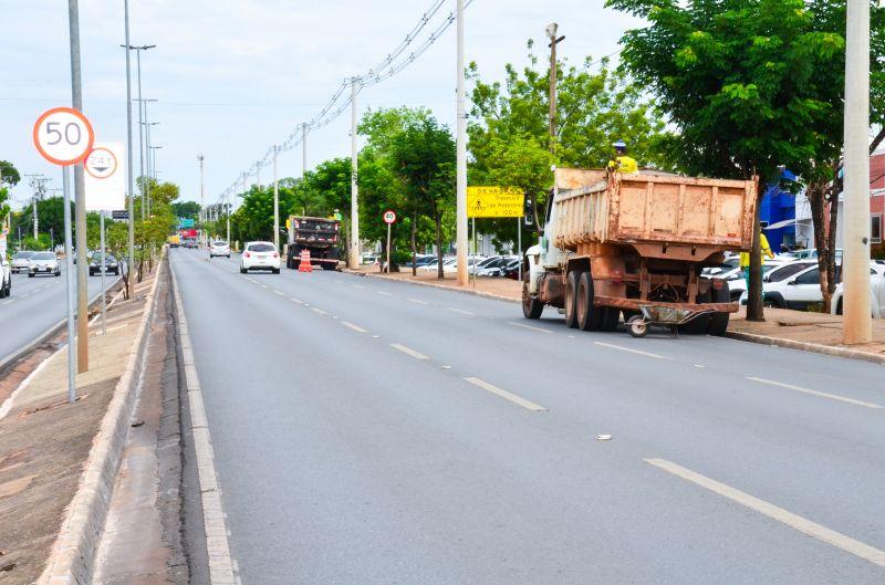 Avenida Miguel Sutil recebe ações de limpeza e manutenção na iluminação pública