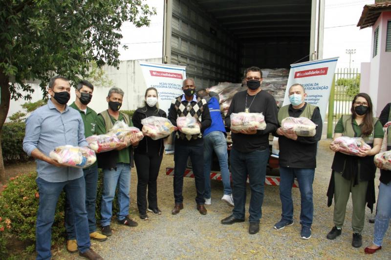 Fiscais da Ordem Pública doam mais de três toneladas de alimentos à força-tarefa